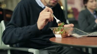 Bỏ triệu USD để ăn trưa cùng doanh nhân nổi tiếng?