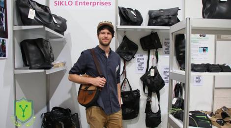 Startup biến lốp xe cũ thành túi xách