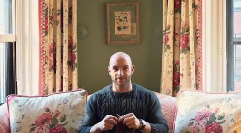 Từ đam mê đan len, chàng trai này đã gây dựng được cả sự nghiệp và có 36.000 người theo dõi trên Instagram